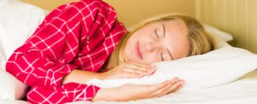featured image - How to Track and Improve Your Sleep Patterns