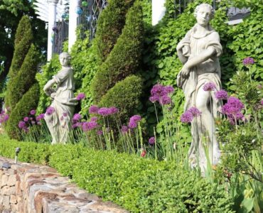 featured image - Classical Garden Statues: Style and Sophistication in Your Backyard