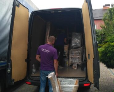 featured image - How to Choose the Best Moving Company Near You