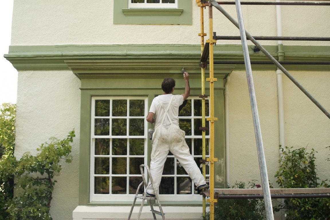 What Are the Steps to Painting the Exterior of a House?