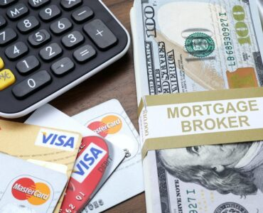 featured image - What Is a Broker A Pros & Cons Guide to Mortgage Brokers