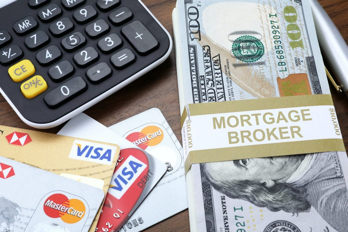 What Is a Broker? A Pros & Cons Guide to Mortgage Brokers