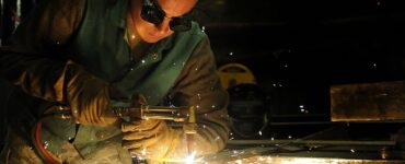 featured image - Which Welding Machine Should a Beginner Choose?