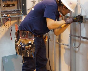 featured image - 4 Signs of a Reliable and Trustworthy Plumbing Contractor
