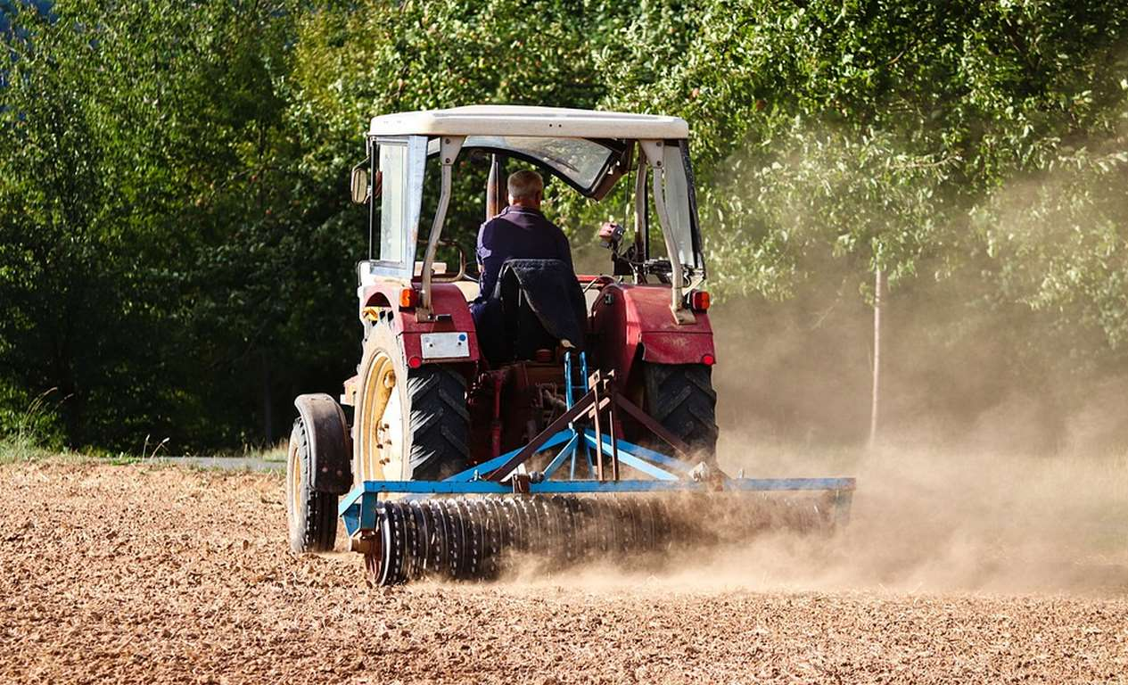 5 Benefits of Purchasing a Used Tractor