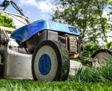 featured image - Tips On How to Mow the Perfect Lawn