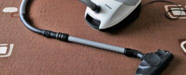 featured image - How to Maintain and Clean a Rug at Home