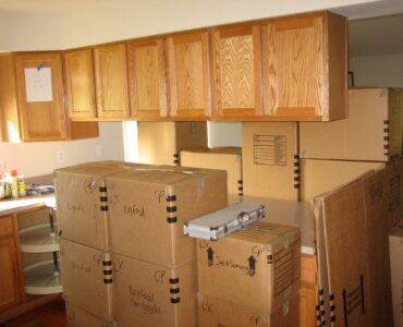 featured image - 7 Tips for Packing Your Kitchen for a Long-Distance Move