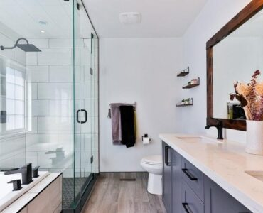 featured image - 5 Bathroom-Related Plumbing Changes to Make in a Renovation