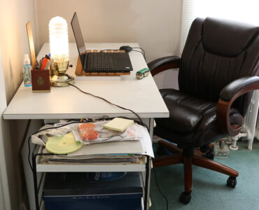 featured image - 7 Tips to Help You Choose an Ergonomic Chair