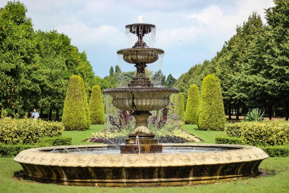 How Do I Choose an Outdoor Water Fountain?
