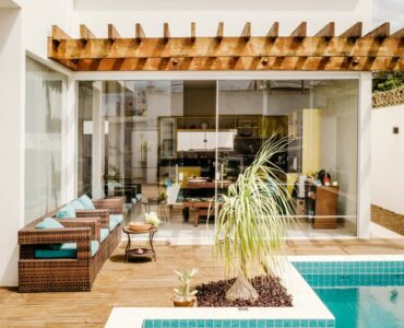 featured image - How to Bring the Indoors Out