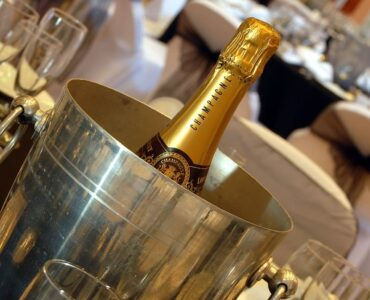 featured image - How to Choose the Perfect Champagne Bucket?