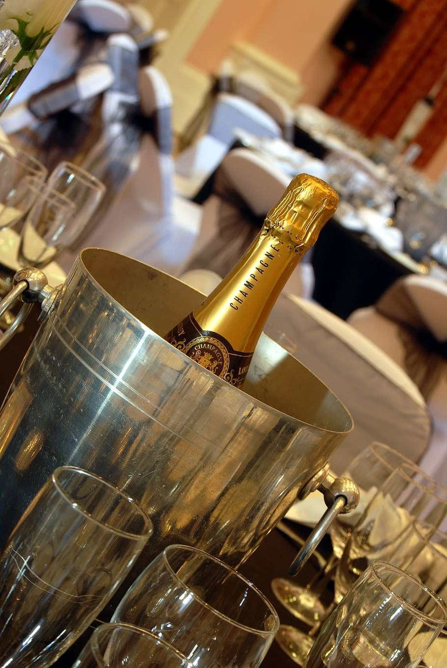 How to Choose the Perfect Champagne Bucket?