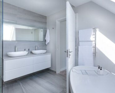 featured image - How to Deep Clean Your Bathroom in 6 Easy Steps