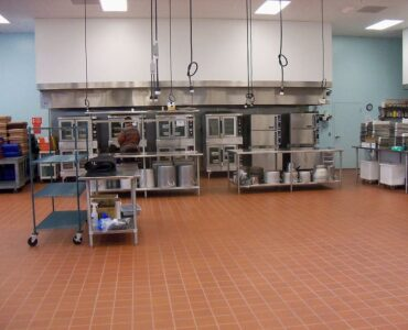 featured image - Costly Mistake Restaurants Make While Choosing Equipment