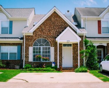 featured image - 4 Curb Appeal Improvement Ideas to Get the Best Resale Value
