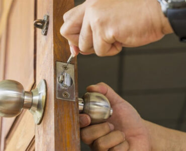 featured image - 4 Things to Look for In a New Locksmith