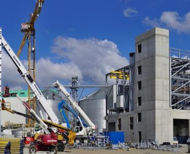 featured image - 3 Key Qualities to Look for in a Construction Company