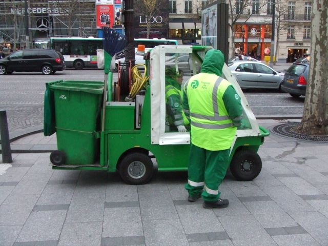 8 Top Benefits for Hiring Mini Skips Adelaide for Waste Management