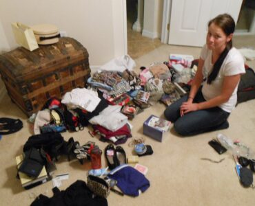 featured image - Easy Packing Tips for Disorganized People