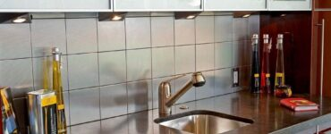 featured image - Get Familiar with Top 3 Reasons to Choose Glass Tile Backsplash